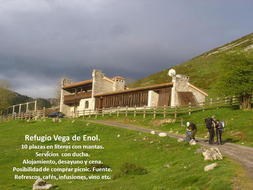 Refugio Vega de Enol. 10 plazas en literas con mantas.