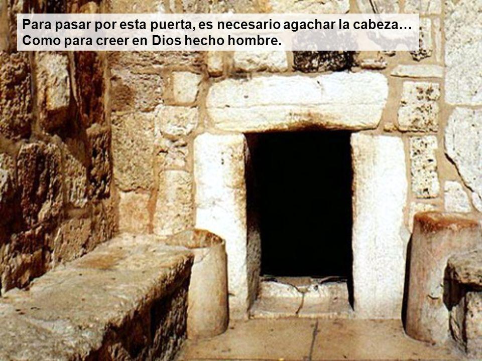 Para pasar por esta puerta, es necesario agachar la cabeza… Como para creer en Dios hecho hombre.