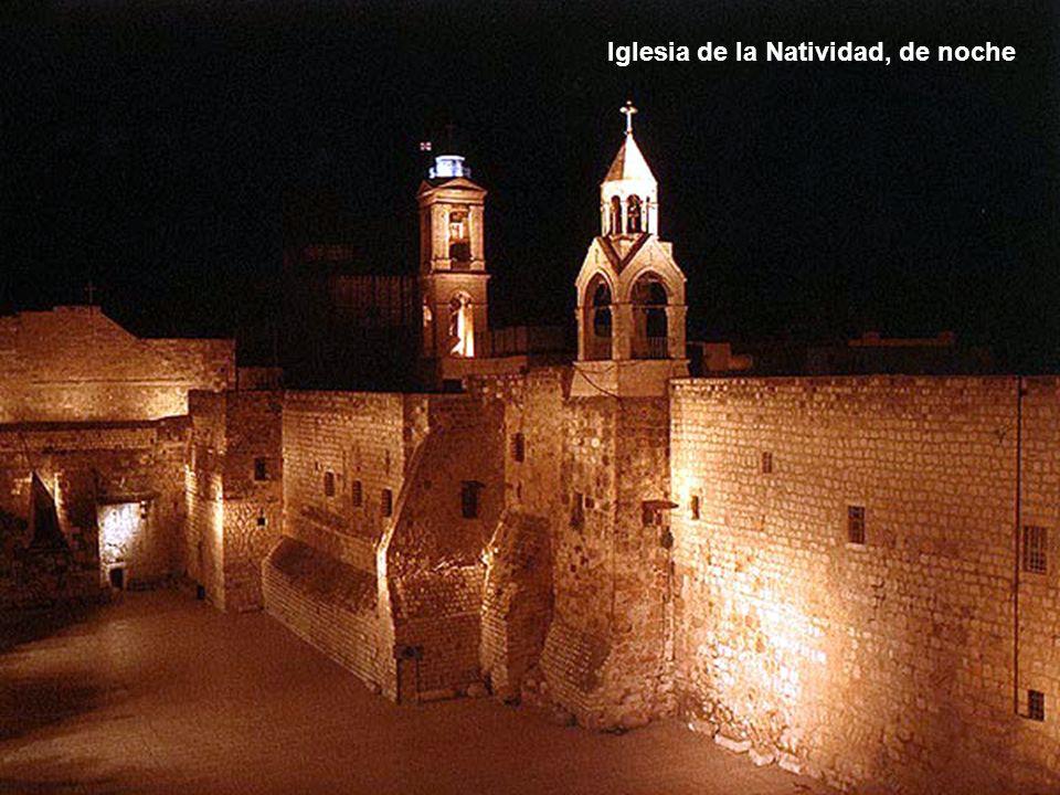 Iglesia de la Natividad, de noche