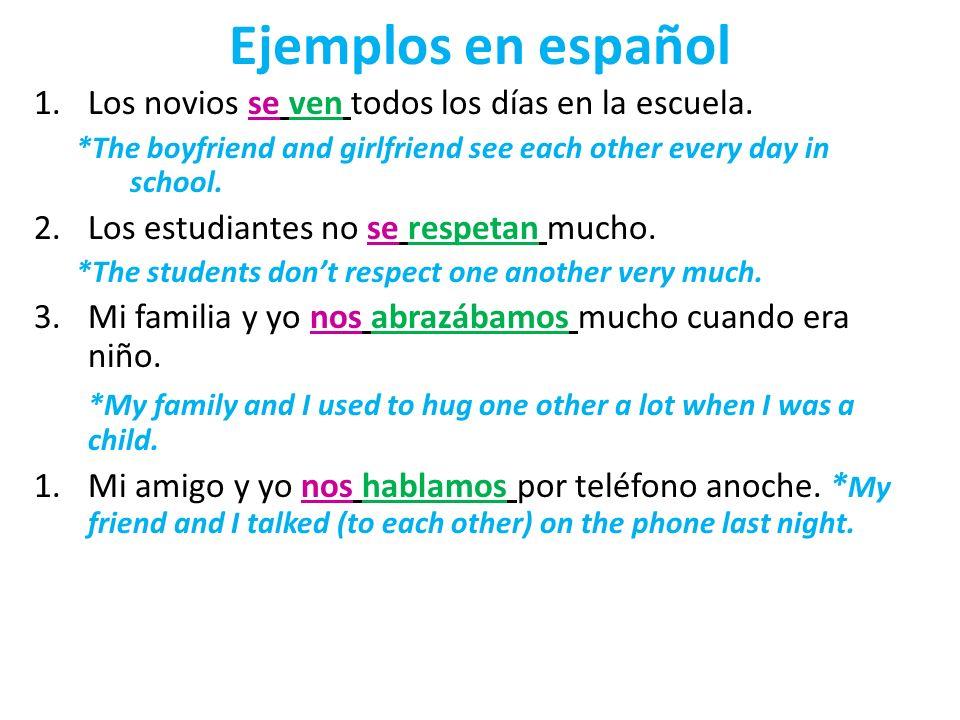 Ejemplos en español Los novios se ven todos los días en la escuela.