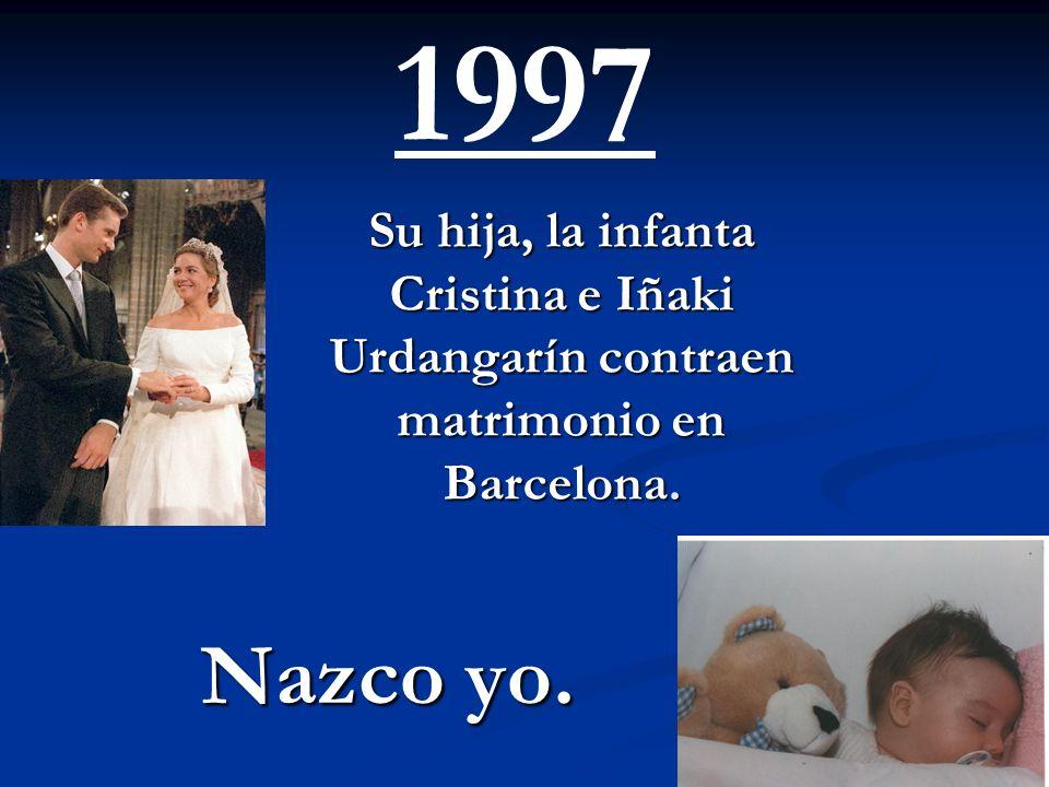 1997 Su hija, la infanta Cristina e Iñaki Urdangarín contraen matrimonio en Barcelona. Nazco yo.