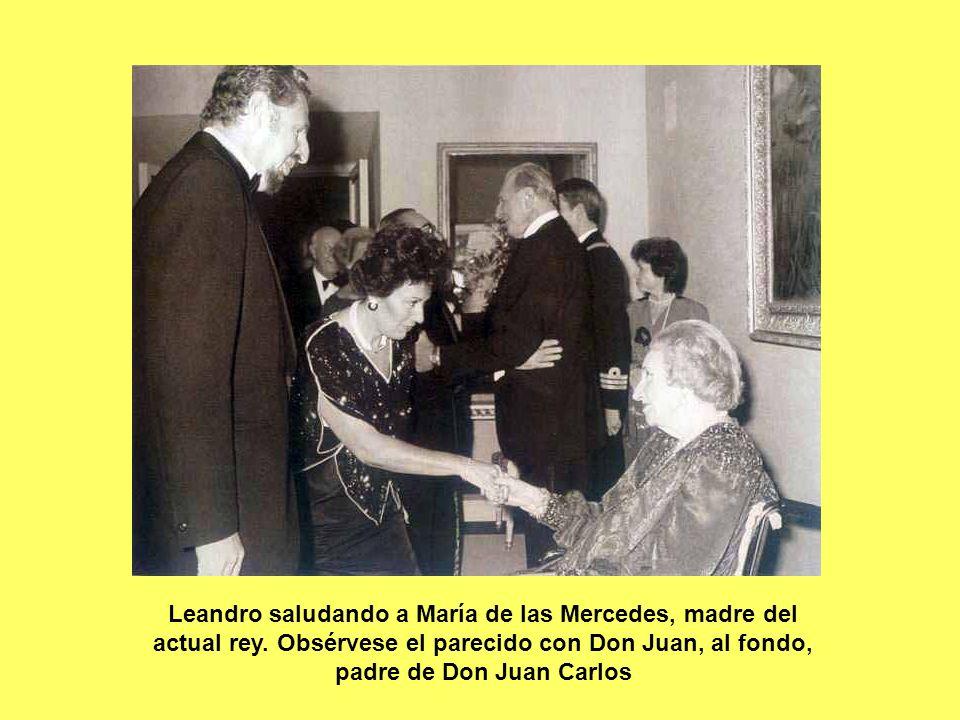 Leandro saludando a María de las Mercedes, madre del actual rey