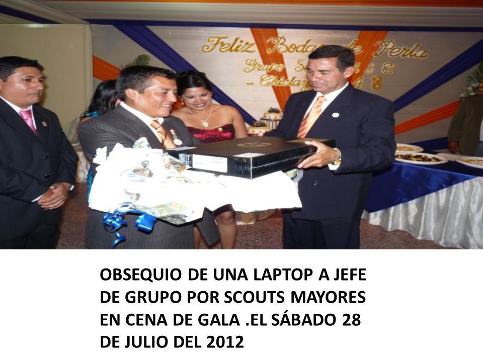 OBSEQUIO DE UNA LAPTOP A JEFE DE GRUPO POR SCOUTS MAYORES EN CENA DE GALA .EL SÁBADO 28 DE JULIO DEL 2012