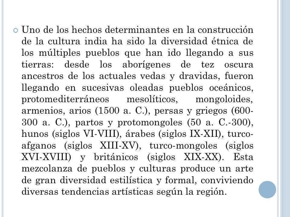 Uno de los hechos determinantes en la construcción de la cultura india ha sido la diversidad étnica de los múltiples pueblos que han ido llegando a sus tierras: desde los aborígenes de tez oscura ancestros de los actuales vedas y dravidas, fueron llegando en sucesivas oleadas pueblos oceánicos, protomediterráneos mesolíticos, mongoloides, armenios, arios (1500 a. C.), persas y griegos (600- 300 a. C.), partos y protomongoles (50 a. C.-300), hunos (siglos VI-VIII), árabes (siglos IX-XII), turco- afganos (siglos XIII-XV), turco-mongoles (siglos XVI-XVIII) y británicos (siglos XIX-XX).