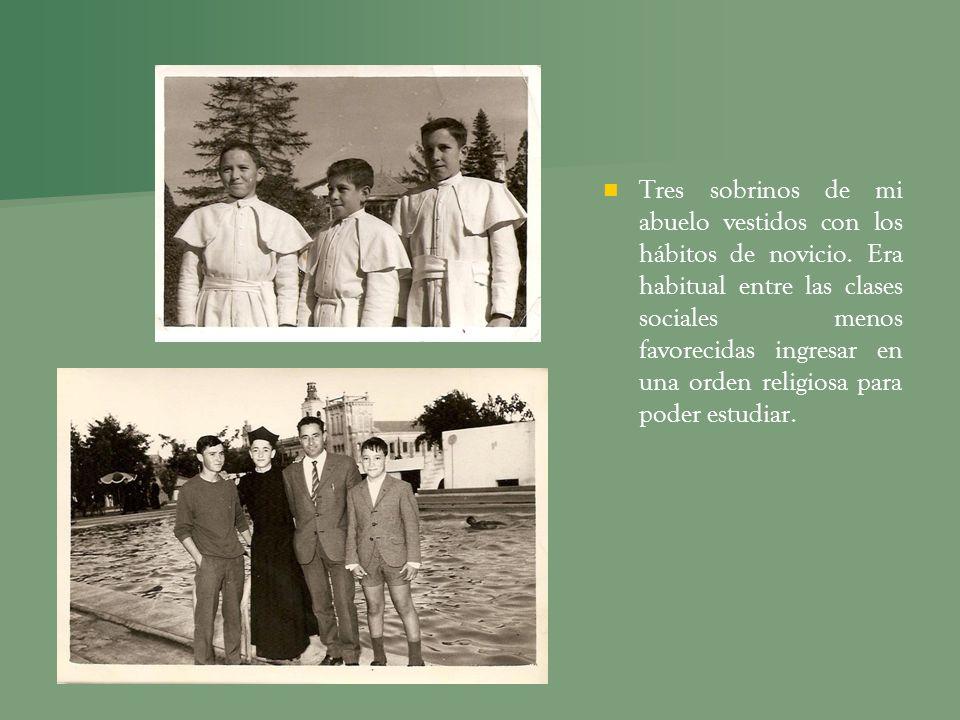 Tres sobrinos de mi abuelo vestidos con los hábitos de novicio