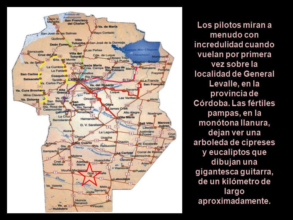 Los pilotos miran a menudo con incredulidad cuando vuelan por primera vez sobre la localidad de General Levalle, en la provincia de Córdoba.