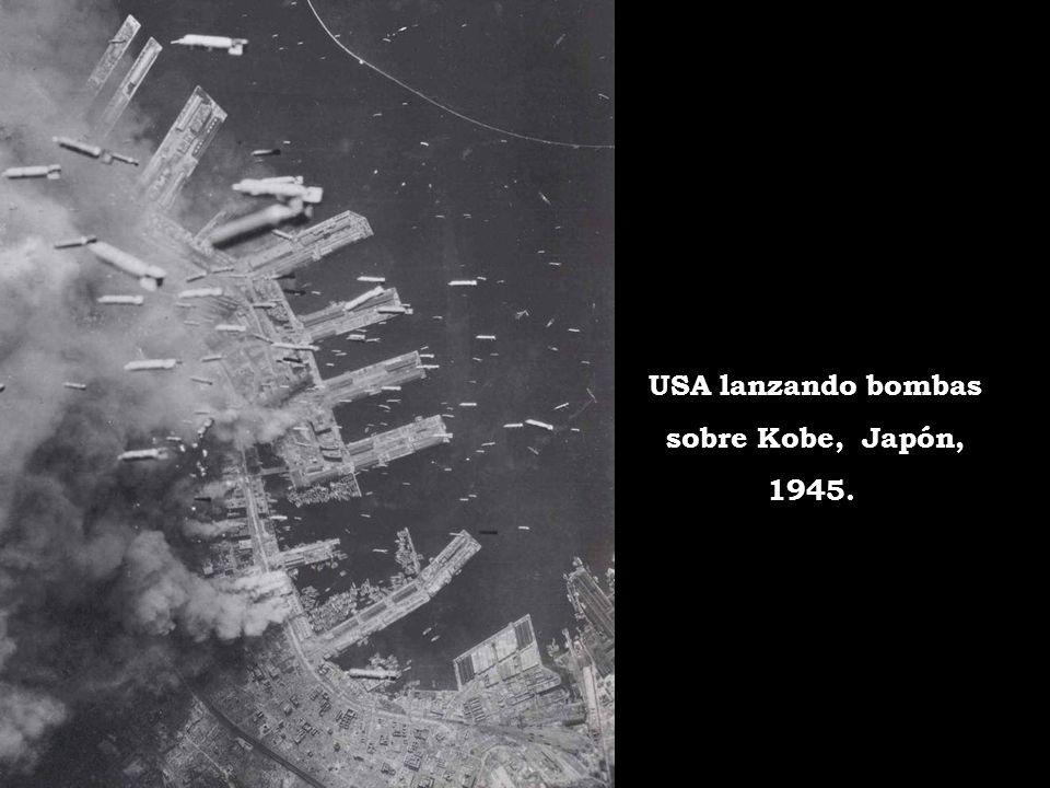 USA lanzando bombas sobre Kobe, Japón, 1945.