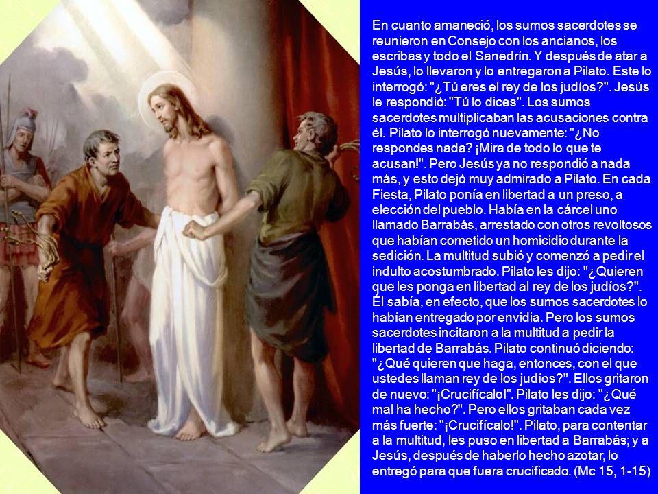 En cuanto amaneció, los sumos sacerdotes se reunieron en Consejo con los ancianos, los escribas y todo el Sanedrín.
