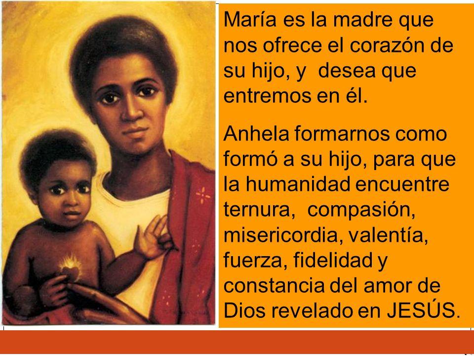 María es la madre que nos ofrece el corazón de su hijo, y desea que entremos en él.