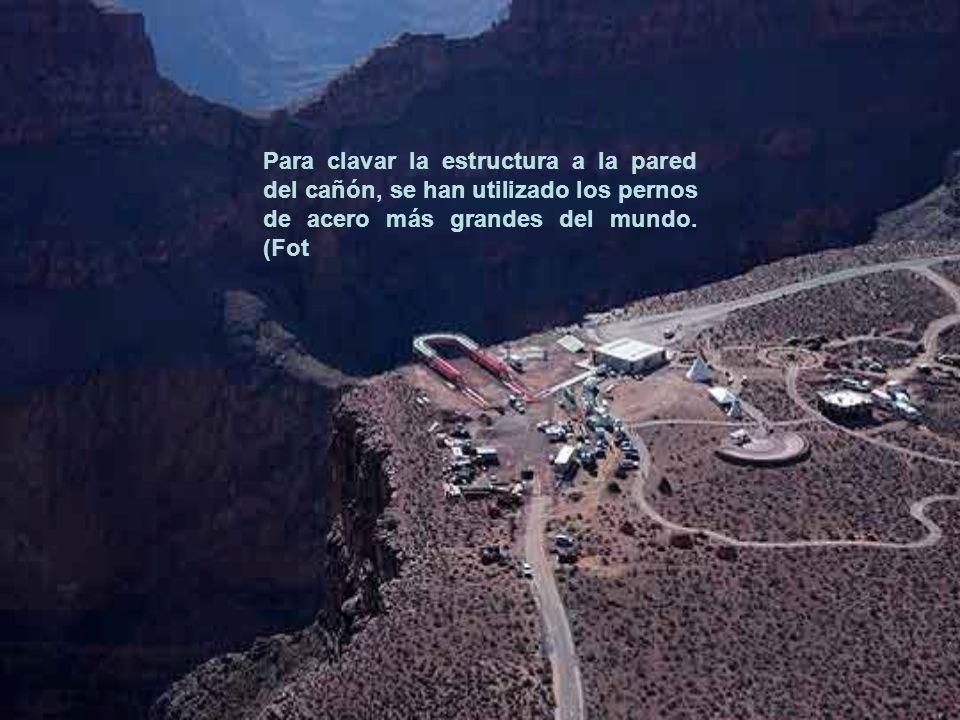 Para clavar la estructura a la pared del cañón, se han utilizado los pernos de acero más grandes del mundo.