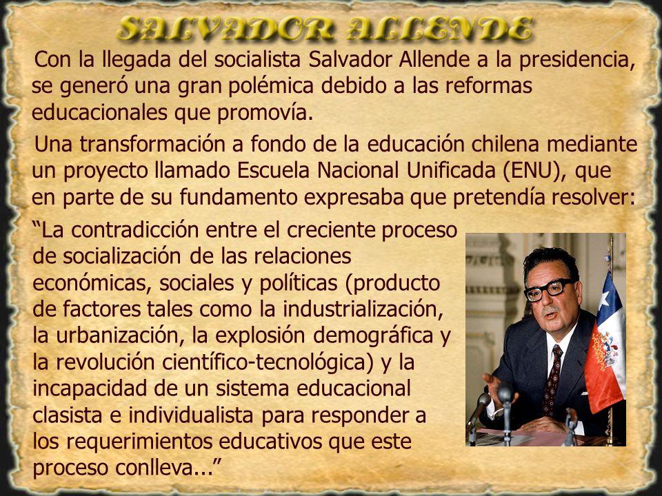 Con la llegada del socialista Salvador Allende a la presidencia, se generó una gran polémica debido a las reformas educacionales que promovía.