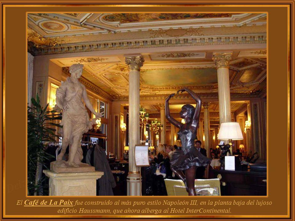 El Café de La Paix fue construido al más puro estilo Napoleón III, en la planta baja del lujoso edificio Haussmann, que ahora alberga al Hotel InterContinental.