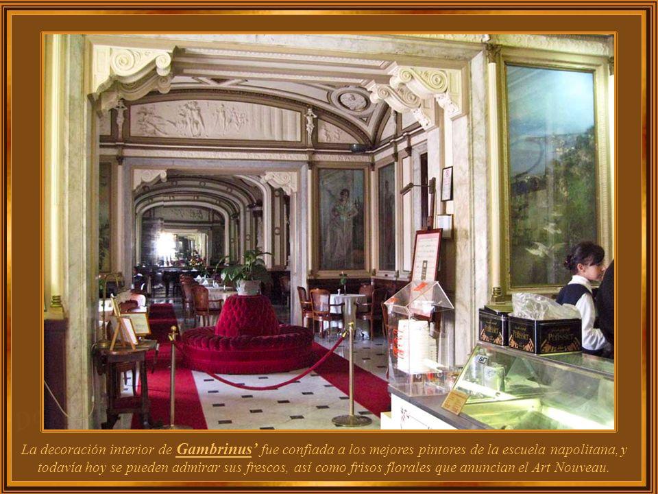 La decoración interior de Gambrinus' fue confiada a los mejores pintores de la escuela napolitana, y todavía hoy se pueden admirar sus frescos, así como frisos florales que anuncian el Art Nouveau.