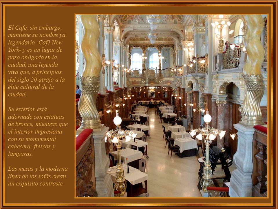 El Café, sin embargo, mantiene su nombre ya legendario -Café New York- y es un lugar de paso obligado en la ciudad, una leyenda viva que, a principios del siglo 20 atrajo a la élite cultural de la ciudad.