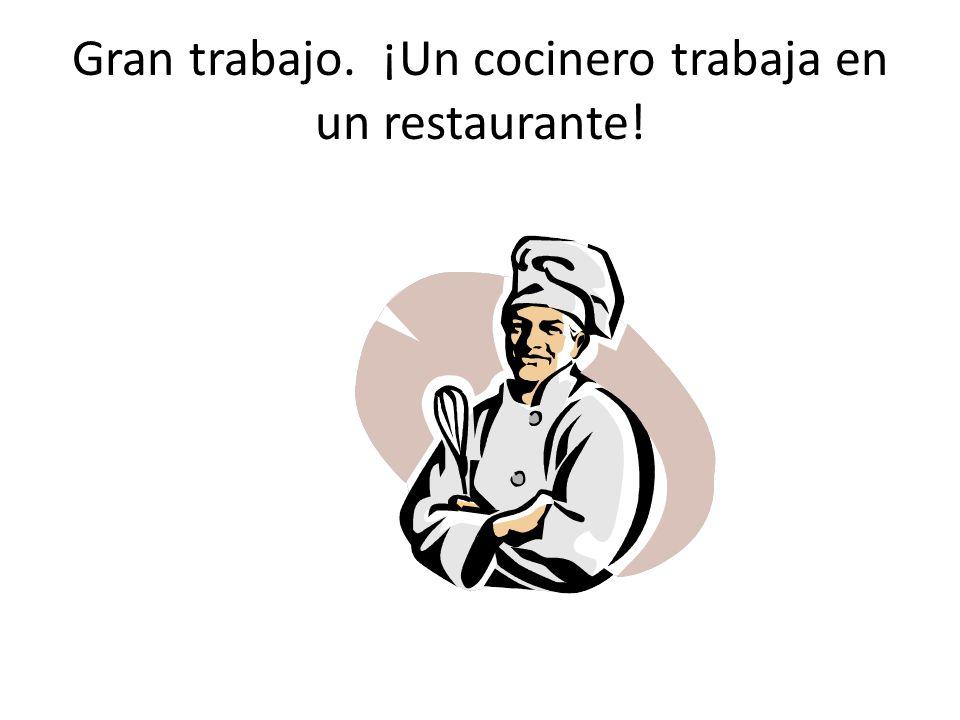 Gran trabajo. ¡Un cocinero trabaja en un restaurante!