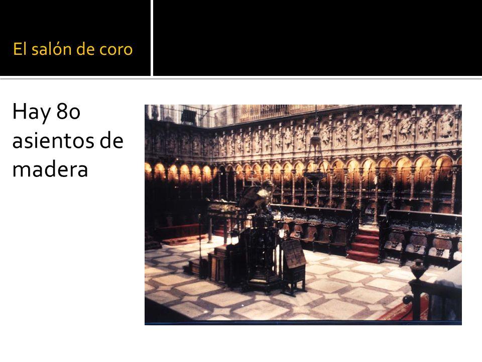 El salón de coro Hay 80 asientos de madera