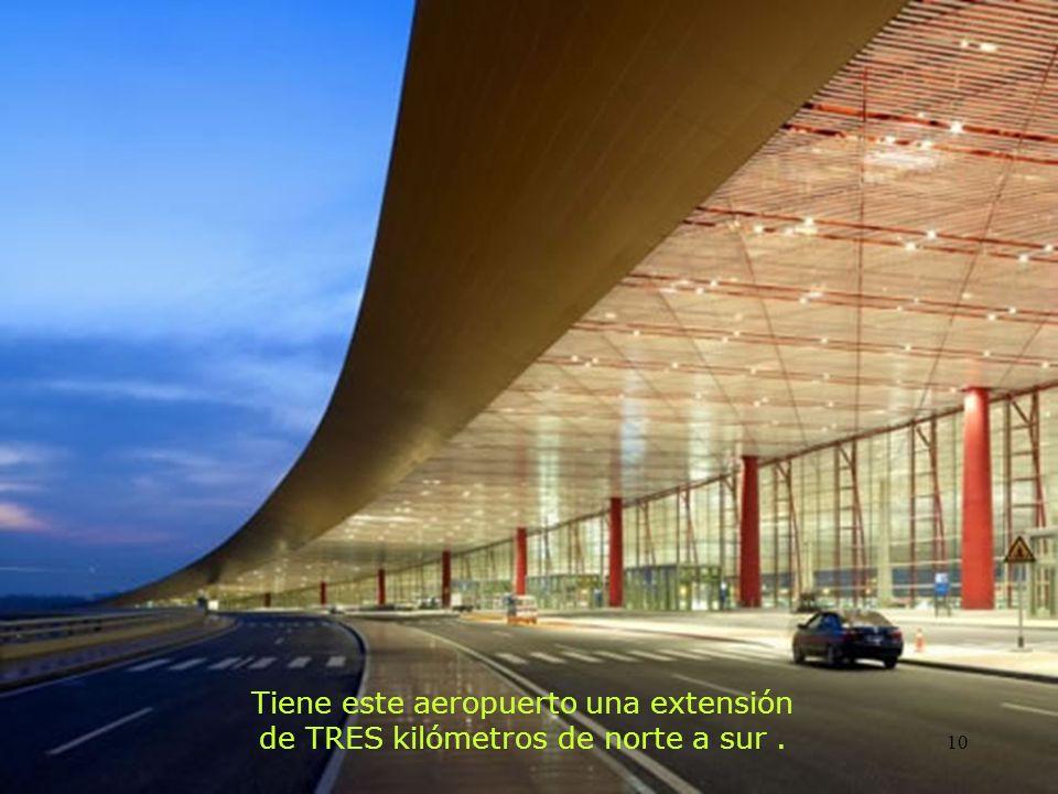 Tiene este aeropuerto una extensión de TRES kilómetros de norte a sur .