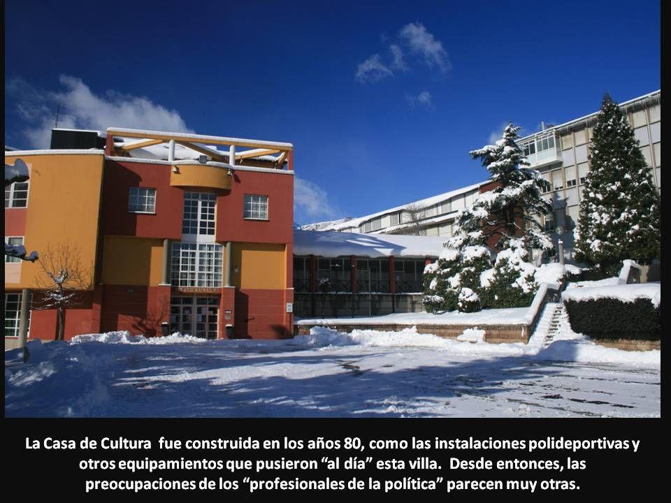 La Casa de Cultura fue construida en los años 80, como las instalaciones polideportivas y