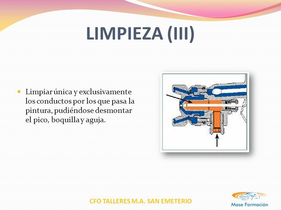 LIMPIEZA (III) Limpiar única y exclusivamente los conductos por los que pasa la pintura, pudiéndose desmontar el pico, boquilla y aguja.