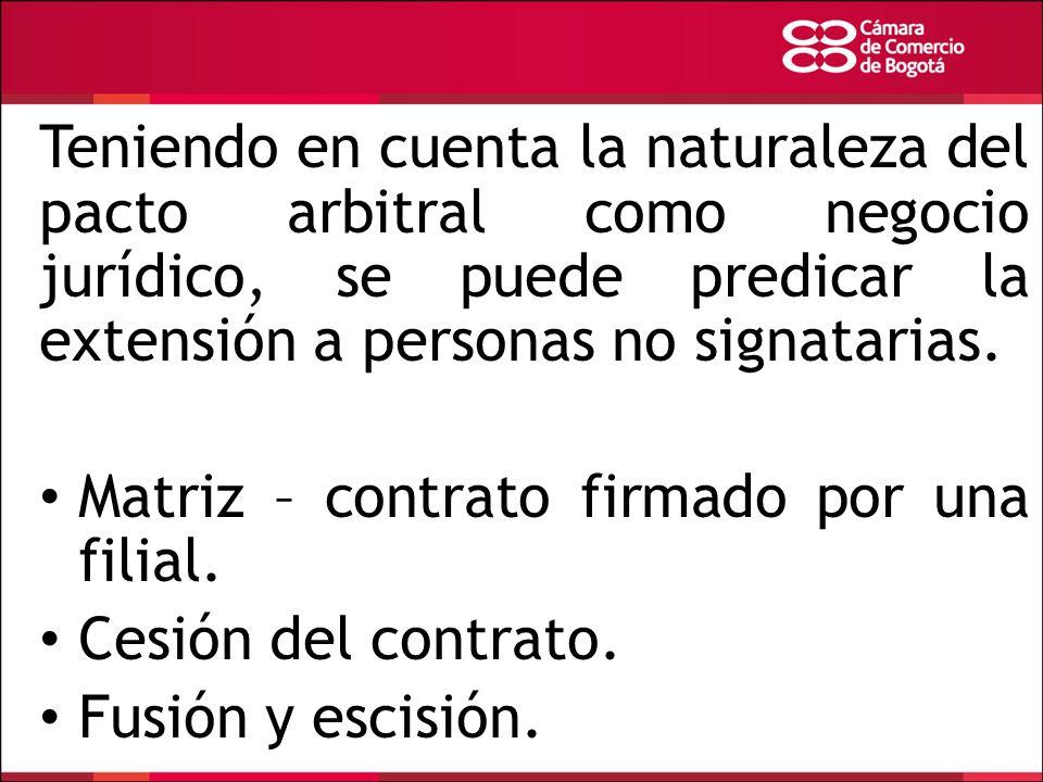 Teniendo en cuenta la naturaleza del pacto arbitral como negocio jurídico, se puede predicar la extensión a personas no signatarias.