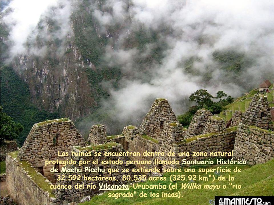 Las ruinas se encuentran dentro de una zona natural protegida por el estado peruano llamada Santuario Histórico de Machu Picchu que se extiende sobre una superficie de 32.592 hectáreas, 80,535 acres (325.92 km²) de la cuenca del río Vilcanota-Urubamba (el Willka mayu o rio sagrado de los incas).