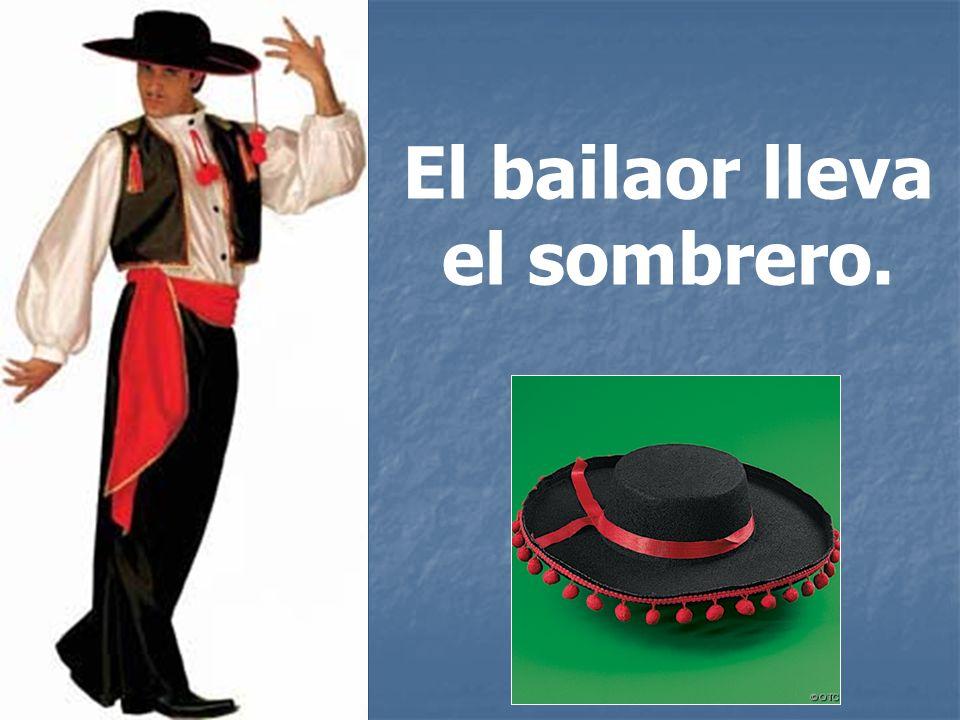 El bailaor lleva el sombrero.