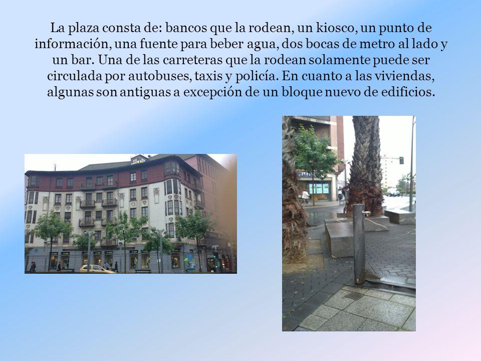 La plaza consta de: bancos que la rodean, un kiosco, un punto de información, una fuente para beber agua, dos bocas de metro al lado y un bar.