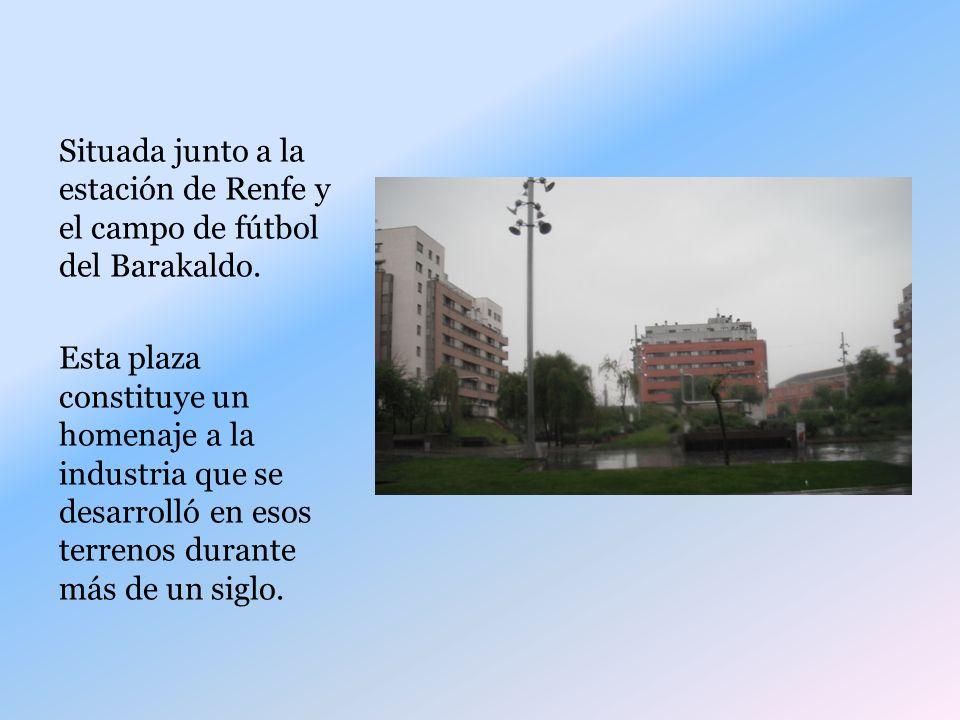 Situada junto a la estación de Renfe y el campo de fútbol del Barakaldo.