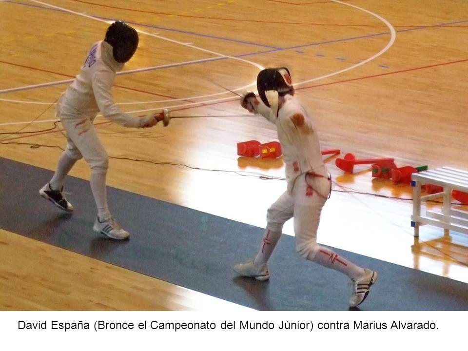 David España (Bronce el Campeonato del Mundo Júnior) contra Marius Alvarado.