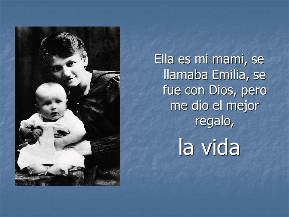 Ella es mi mami, se llamaba Emilia, se fue con Dios, pero me dio el mejor regalo,