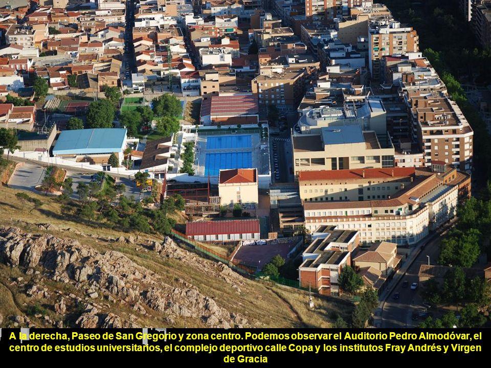 A la derecha, Paseo de San Gregorio y zona centro