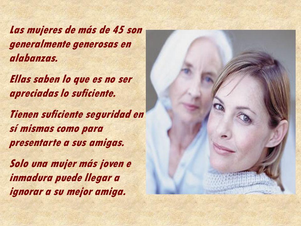 Las mujeres de más de 45 son generalmente generosas en alabanzas.