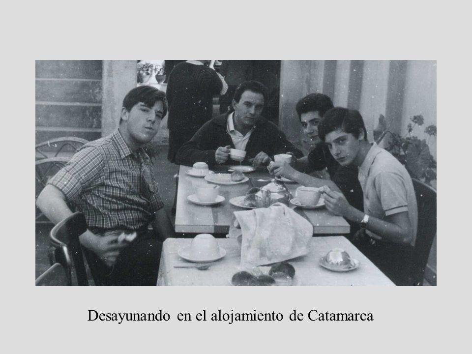 Desayunando en el alojamiento de Catamarca