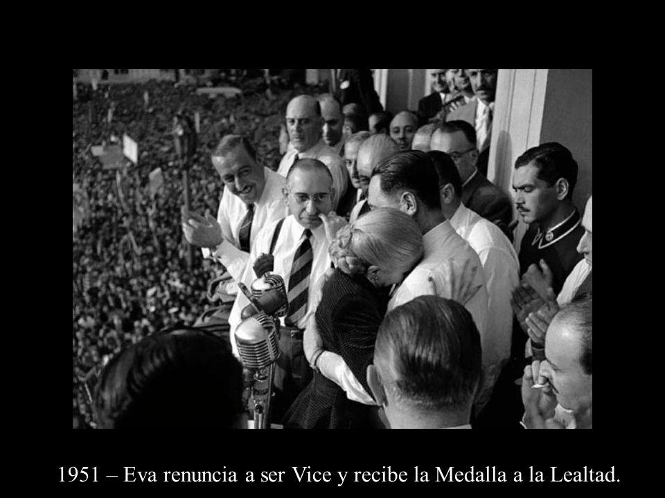 1951 – Eva renuncia a ser Vice y recibe la Medalla a la Lealtad.