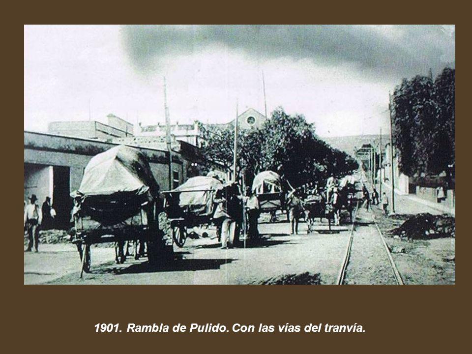 1901. Rambla de Pulido. Con las vías del tranvía.