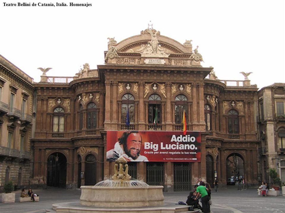 Teatro Bellini de Catania, Italia. Homenajes