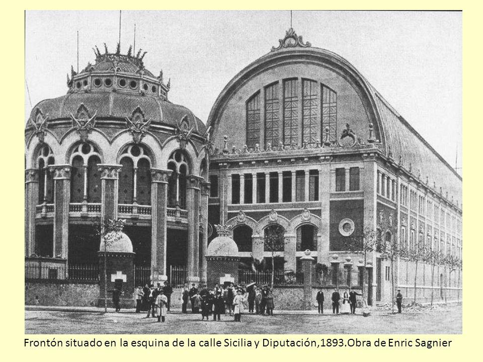 Frontón situado en la esquina de la calle Sicilia y Diputación,1893
