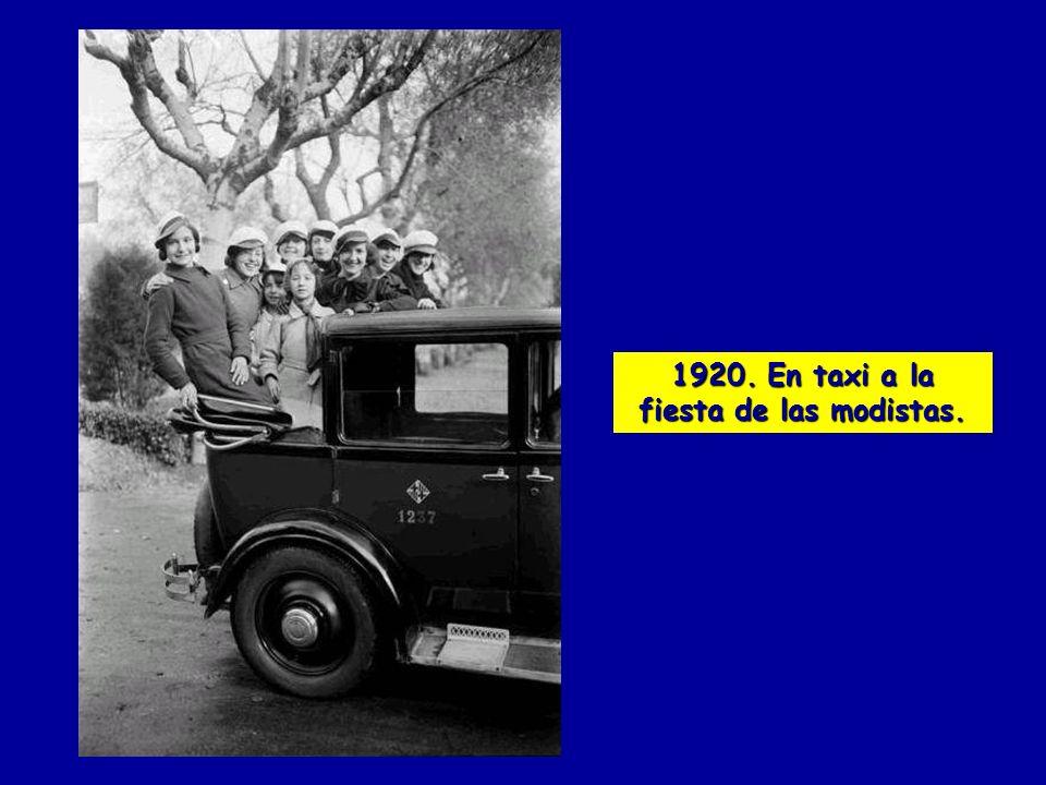 1920. En taxi a la fiesta de las modistas.