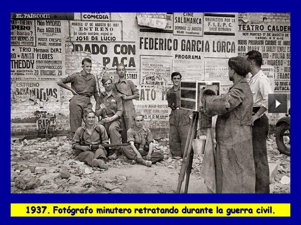 1937. Fotógrafo minutero retratando durante la guerra civil.
