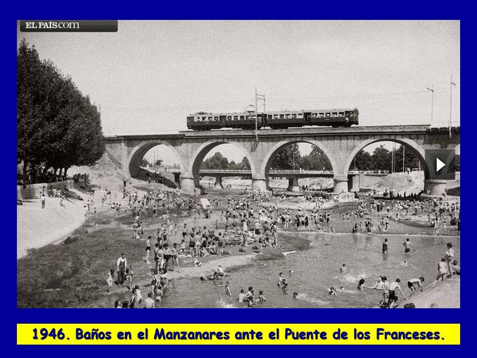 1946. Baños en el Manzanares ante el Puente de los Franceses.