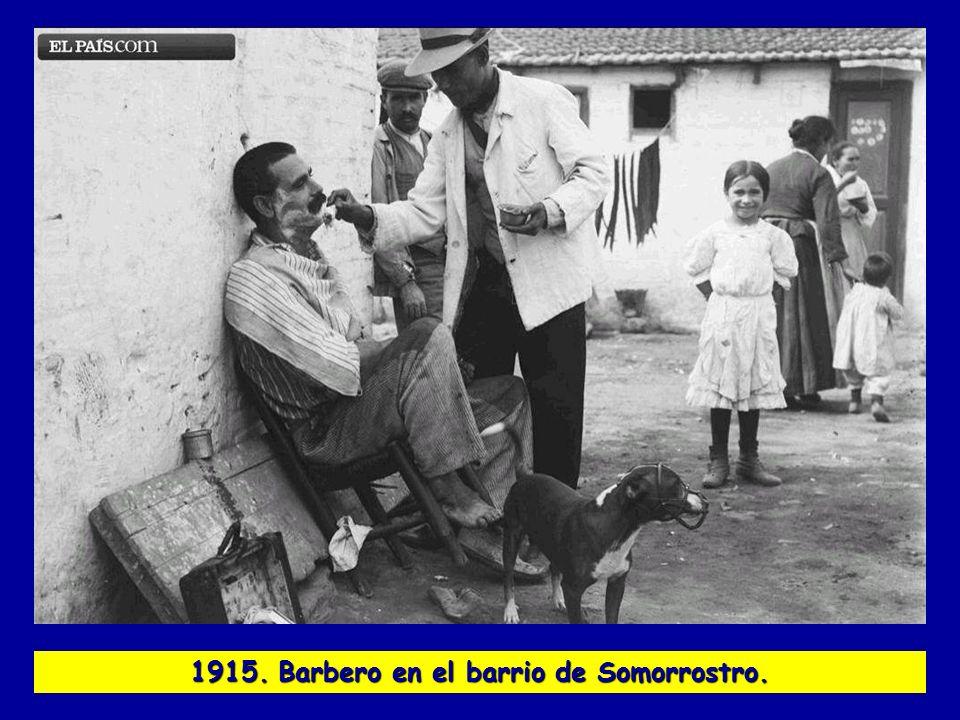 1915. Barbero en el barrio de Somorrostro.