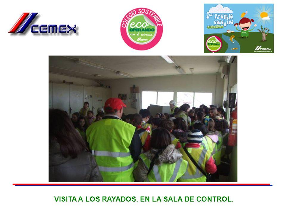 VISITA A LOS RAYADOS. EN LA SALA DE CONTROL.