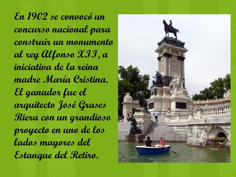 En 1902 se convocó un concurso nacional para construir un monumento al rey Alfonso XII, a iniciativa de la reina madre María Cristina.