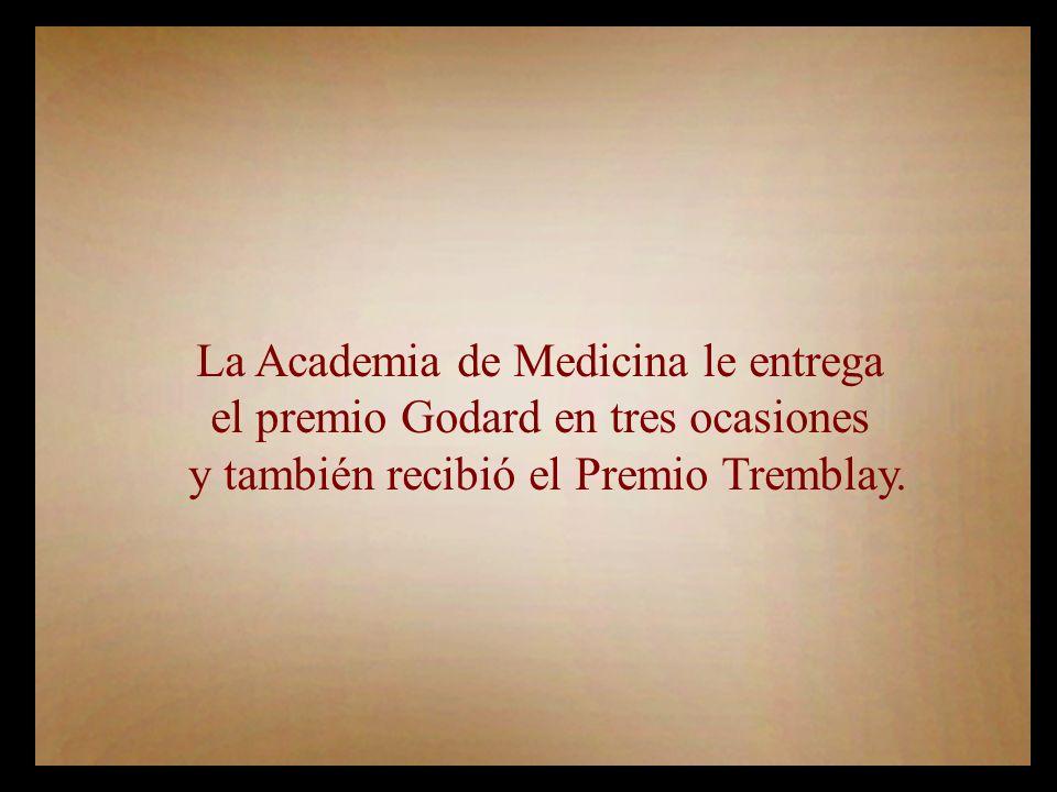 La Academia de Medicina le entrega el premio Godard en tres ocasiones