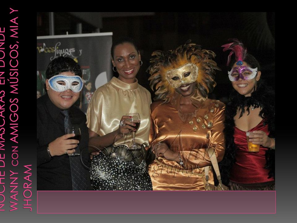 Noche de máscaras en donde Wanny con amigos músicos, Mia y jhoram