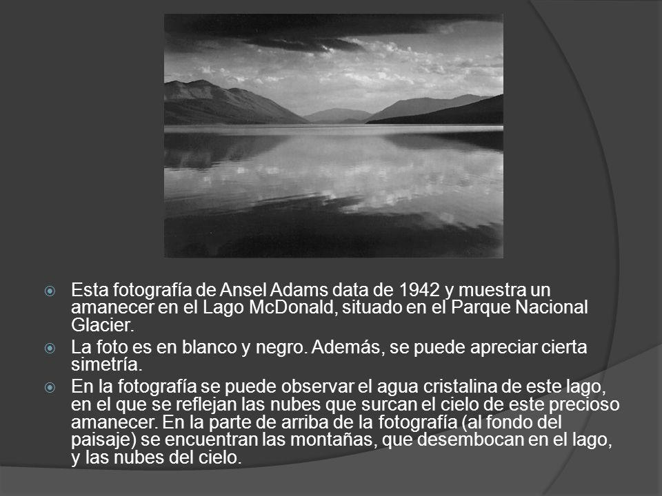 Esta fotografía de Ansel Adams data de 1942 y muestra un amanecer en el Lago McDonald, situado en el Parque Nacional Glacier.