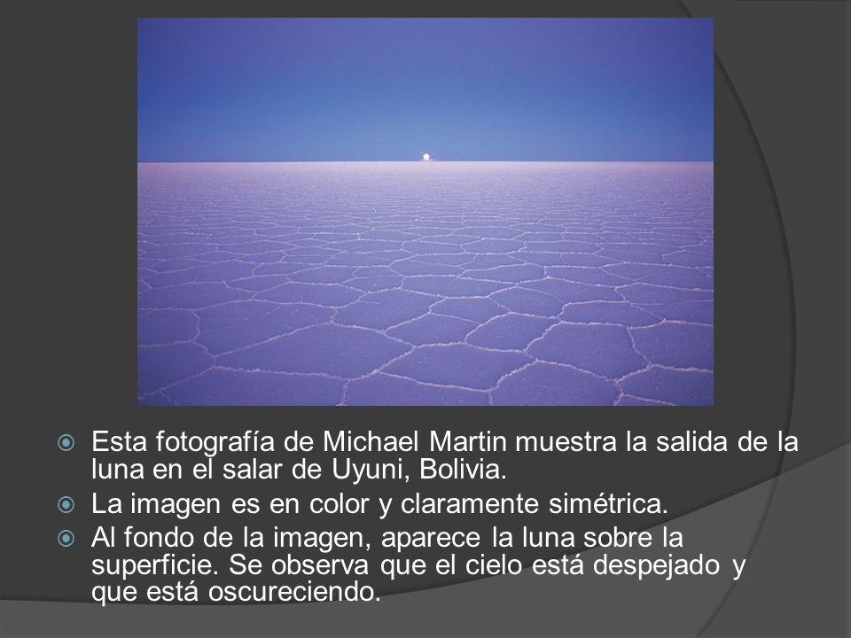 Esta fotografía de Michael Martin muestra la salida de la luna en el salar de Uyuni, Bolivia.