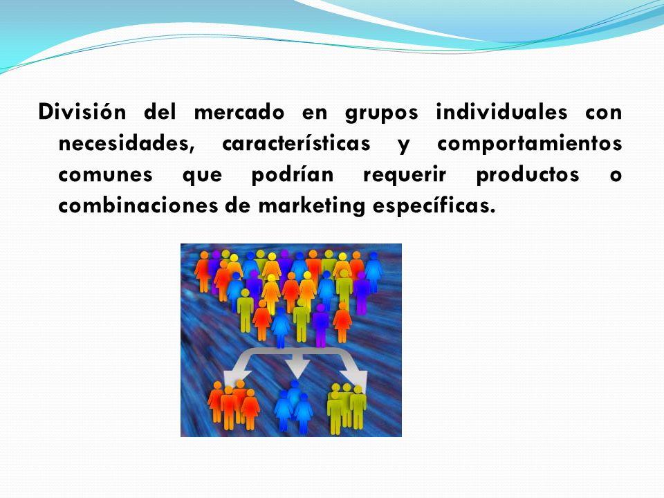 División del mercado en grupos individuales con necesidades, características y comportamientos comunes que podrían requerir productos o combinaciones de marketing específicas.