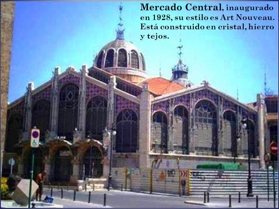 Mercado Central, inaugurado en 1928, su estilo es Art Nouveau