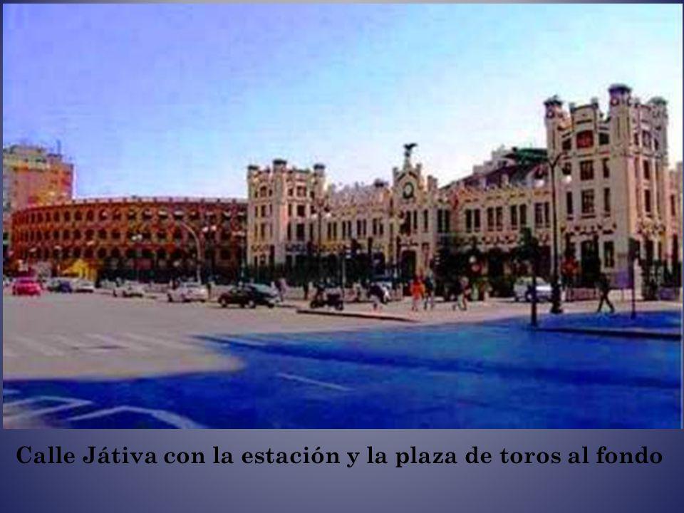Calle Játiva con la estación y la plaza de toros al fondo